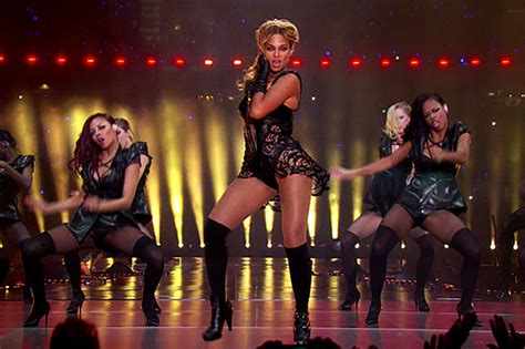 Bowl Halftime Wardrobe by Beyonce S Bowl Xlvii Halftime Wardrobe A Glam Slam