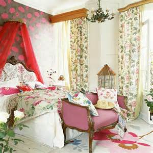 Floral Bedroom Ideas Floral Bedroom With Canopied Bed Chintz Curtains And