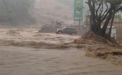 imagenes de fuertes lluvias im 225 genes del aguacero que cae en caracas este 20 de abril
