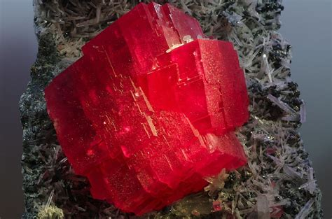 thesweethome com file the searchlight rhodochrosite crystal jpg wikipedia