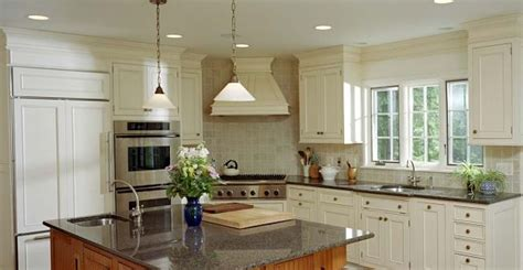 White Kitchen Cabinets With Crown Molding 8 Trends In Kitchen Design For 2013
