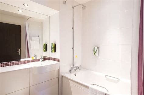 premier bathrooms reviews premier inn portsmouth city centre hotel updated 2017