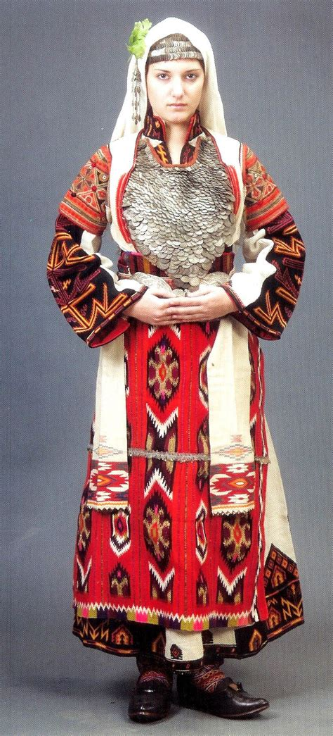 traditional clothing traditional clothes bulgarian pride