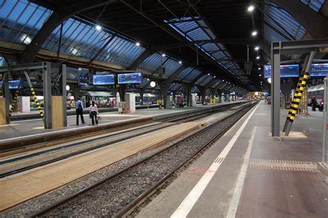file 2007 zurich main train station platform 2 jpg wikipedia