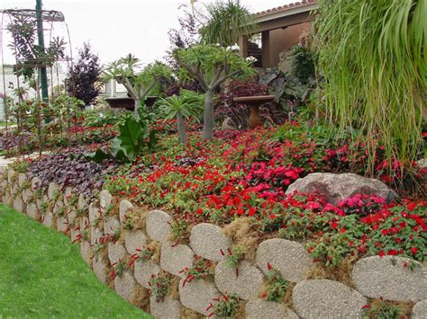 landscape beds garden beds and edging with verdura 174 retaining wall blocks