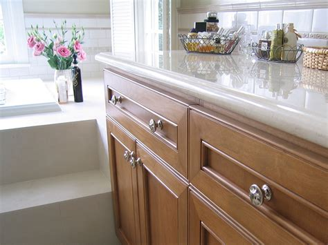 How To Install Knobs On Kitchen Cabinets by Easy Ways To Install The Kitchen Cabinet Knobs Kitchen