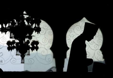 Ensiklopedia Akhlak Muslim 1 Sang Pencipta aqidah ibadah dan muamalah serta implikasinya dalam