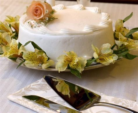 Wedding Gift How Much To Give by How Much Should You Give As A Wedding Gift The