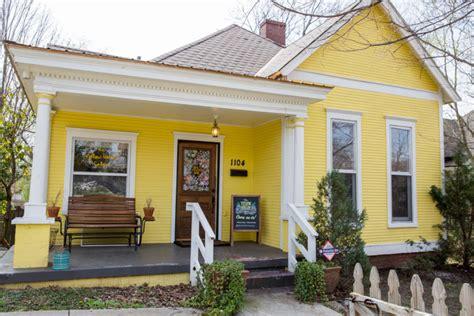 warna cat cerah  luar rumah motif minimalis