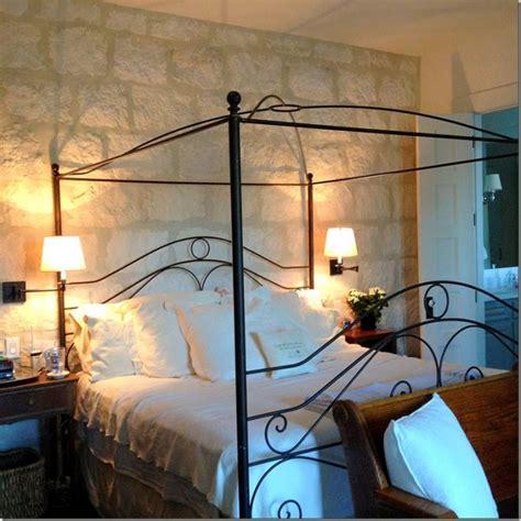 idea da letto decorare una parete con le pietre in da letto 20