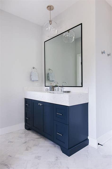 bathroom  light grey walls painted  sherwin williams