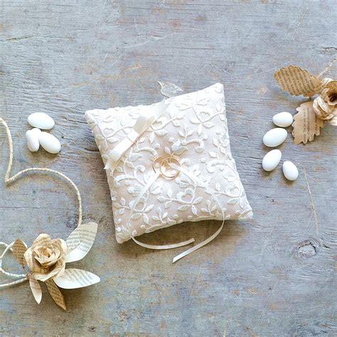 cuscini porta fedi nuziali cuscino porta fedi in lino con ricamo la figurina shop