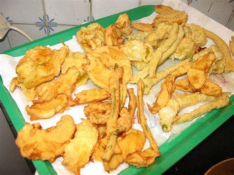 fiori di zucchine fritte ricetta fiori di zucchine fritte in pastella aromatizzate