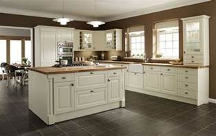 Cream Kitchen Designs by Cream Kitchen Cabinets Trends Furniture With A Soft Color