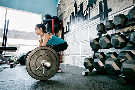 swinge lifestyle the truth behind weight lifting to go heavy or go light