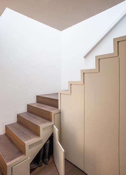 treppe mit stauraum die 25 besten ideen zu stauraum unter der treppe auf