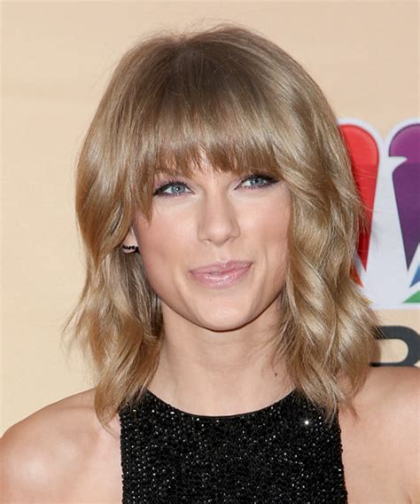casual shaggy hairstyles done with curlingwands taylor swift medium wavy casual hairstyle with blunt cut