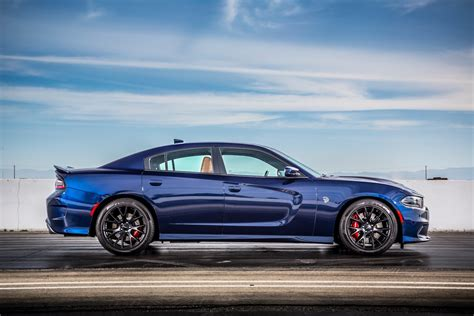 dodge charger hellcat fca to boost production of 2016 dodge charger challenger