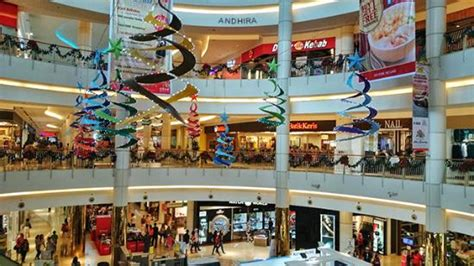 erafone summarecon mall serpong bagian dalam mall ready for christmast picture of