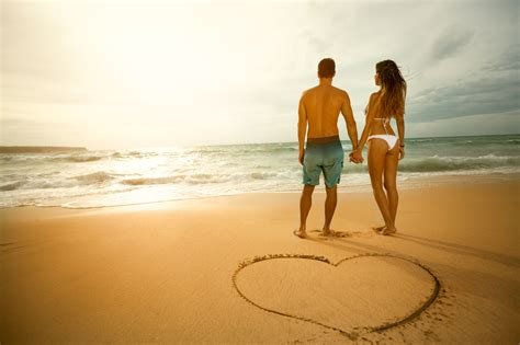 Couples In 10 Things That Bring Couples Closer Together