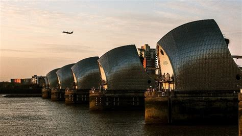 thames barrier storm surge barrier saves london from flood chaos itv news