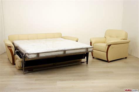 divani letto in pelle divano letto matrimoniale in pelle con legno nei braccioli