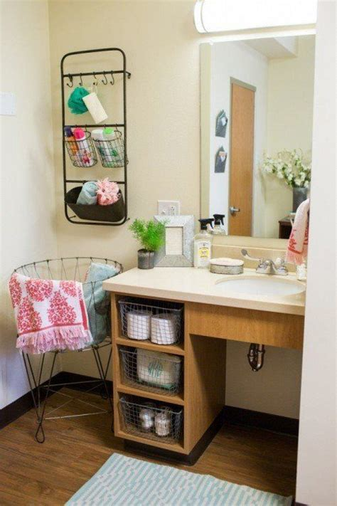 dorm bathroom ideas 25 best ideas about college dorm bathroom on pinterest