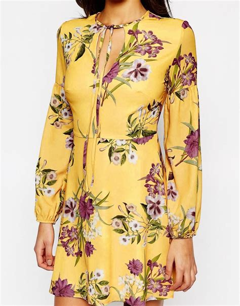 Hq 13669 Yellow Fishtail Dress 1 oh my sleeve tea dress with keyhole and tie in