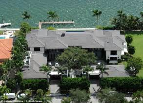 Enrique iglesias moves into 26m waterfront miami mansion and there