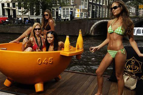 dutchtub loveseat dutchtub 4p outdoor bathtubs from weltevree architonic