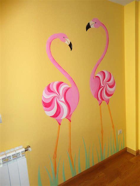 decorar pared amarilla pintura mural decorativa murales pintados a mano alzada