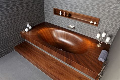 Holz Lackieren Dunkler by Attraktive Badezimmer Mit Badewannen Aus Holz