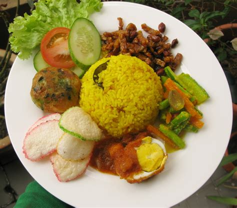 Buat Nasi Uduk Kuning | just my little life nasi kuning