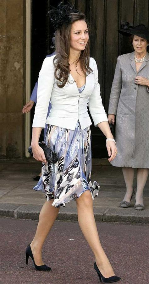 Kate Middleton Passes On Becoming by O Estilo De Kate Middleton Kate Middleton Blue Coats