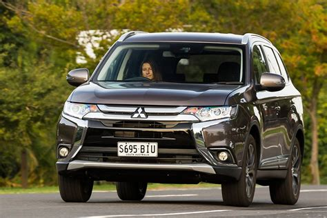 mitsubishi outlander in mitsubishi outlander 2018 review price features whichcar
