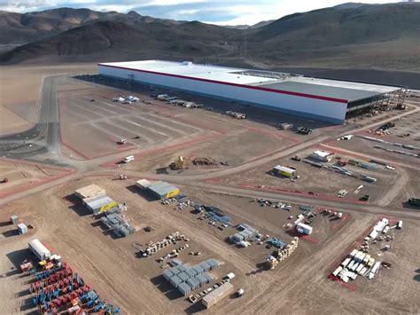 elon musk factory tesla spektakul 228 re aufnahmen der gigafactory von elon