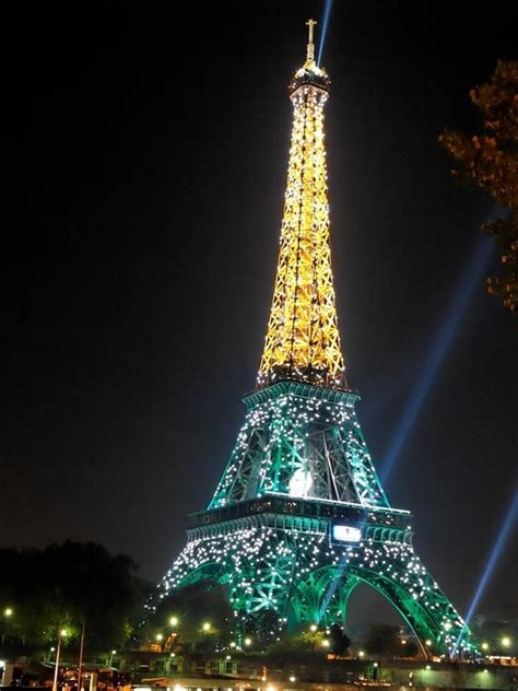 eiffel tower light eiffel tower glowing with light a1 pictures
