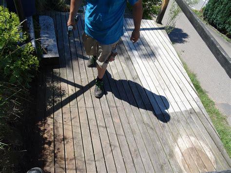 bangkirai terrasse pflegen terrassen reinigen pflegen schreinerei pracht odenwald