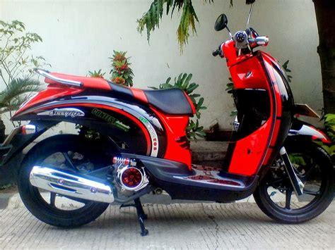Modifikasi Vespa Warna Merah by Foto Modifikasi Motor Honda Scoopy Warna Merah Hitam
