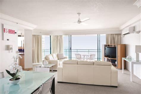 bedroom surfers paradise schoolies gold coast mantra crown towers accommodation