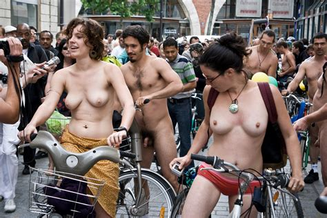 File Cyclonue Paris World Naked Bike Ride Wnbr