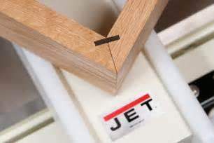 cut splines  box corner miter joint woodworking