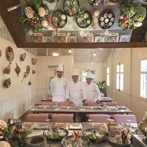 la cuisine de grand m鑽e initiez vous 224 la cuisine tha 239 e dans le plus grand des palaces