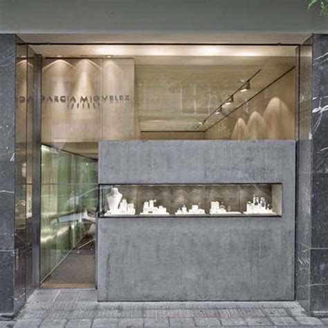 Jewelry Store Design Ideas by Best 20 Jewelry Store Design Ideas On Jewelry Shop Jewelry Store Displays And