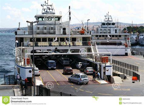 polizia di stato caserta permesso di soggiorno embarquement de voiture dans le port de borphorus photo