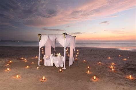romantic beach romantic dinner on the beach picnics for two pinterest