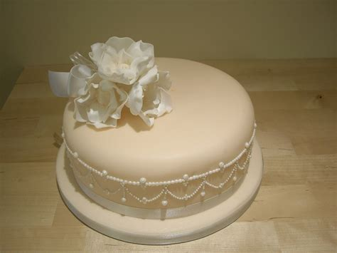 New Single Layer Wedding Cake A Stunning Single Tier Wedding Cake With Piped Pearls And