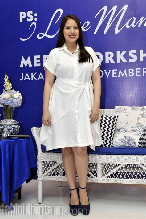 Tya Dress tya ariesta elegan kenakan dress putih tabloidbintang