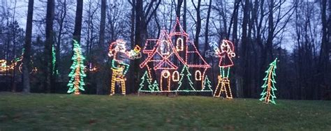 the elves aappear to move