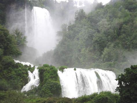 ingresso cascate delle marmore le cascate le piu spettacolari e famose mondo foto